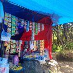 penjual makanan dan minuman di puncak gunung gede