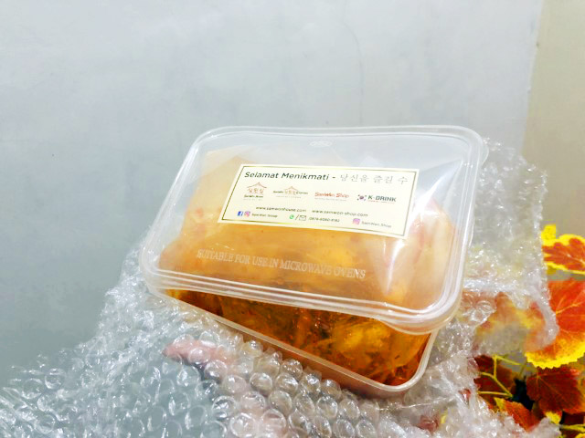 packing kimchi samwon
